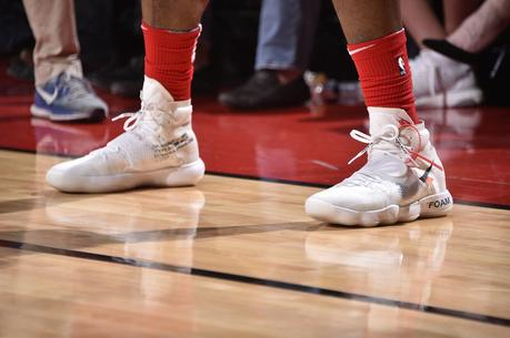PJ Tucker joue en match officiel NBA avec une paire de Air Jordan 1 x Off White