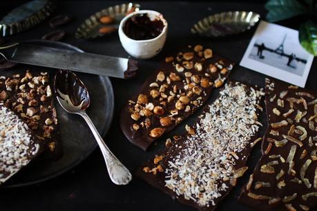 Cadeau gourmand : tablettes de chocolat maison aux fruits confits, coco ou noisettes