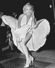 Le-9-septembre-1954-Marilyn-Monroe-pose-bouche-aeration-metro-New-Yorkais_0_730_512-1.jpg