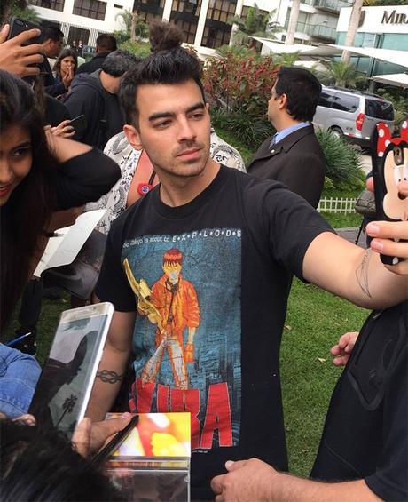 STYLE : Joe Jonas with a vintage Akira print tee