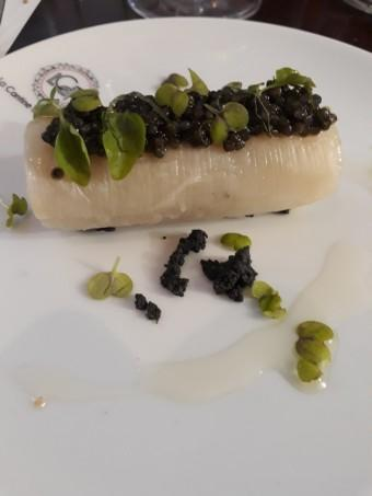 Pomme de terre confite, brouillade d'œuf, caviar © Gourmets&co