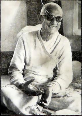 Y voir et voir de nouveau avec Swamiji