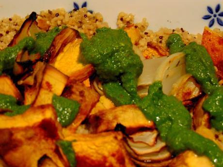 Courge au four avec quinoa et sauce à la coriandre