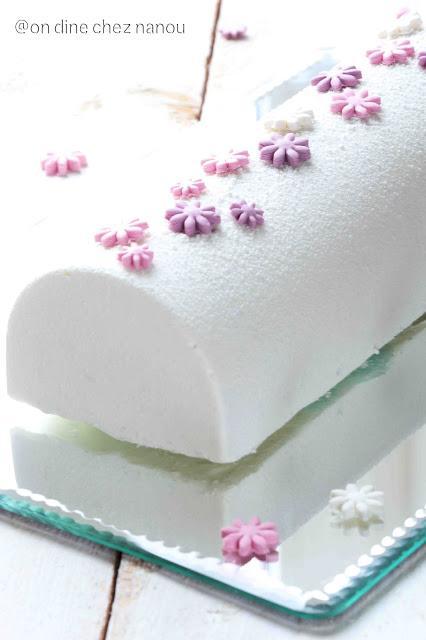Bûche de Noël vanille gâteau roulé aux fruits rouges