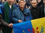 Mohand Larvi Tayev épouse maltraités l'aéroport d'Alger