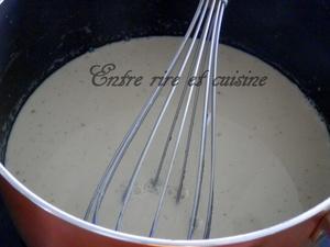 Bûche fraise insert praliné et panna cotta vanille