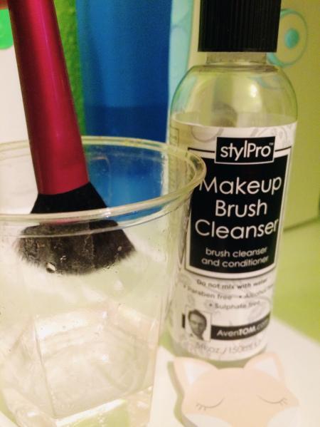 Nettoyez vos pinceaux facilement #TLMBeautytips