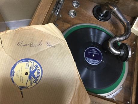 Les 78 tours et le gramophone de mes grands-parents au jour du jour de l'an 2018