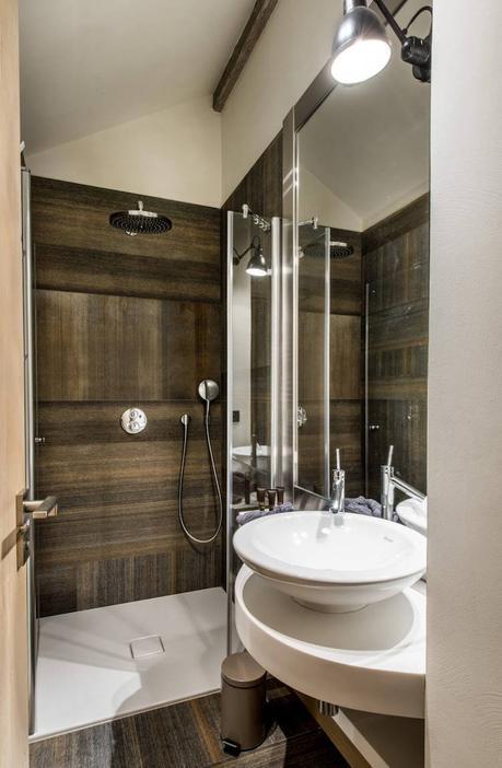 visite deco chalet design au pied des pistes salle de bain style montagne