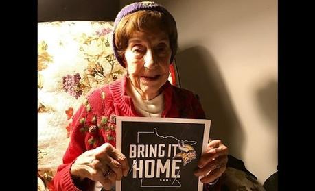 Pour ses 100 ans, une supportrice NFL reçoit un magnifique cadeau