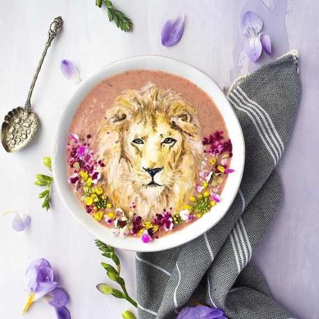 Peindre sur un smoothie : des œuvres d'art comestibles