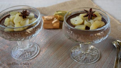 Panna cotta au chocolat et poires pochées à la badiane