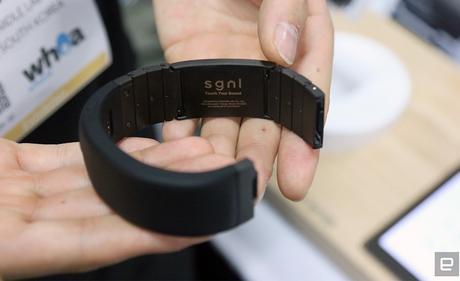 CES 2018 : Un bracelet pour téléphoner avec son doigt !