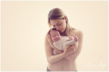 photo maman bébé au naturel naissance