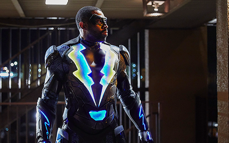 Audiences US Mardi 16/01 : Début correct pour Black Lightning, The Flash stable !