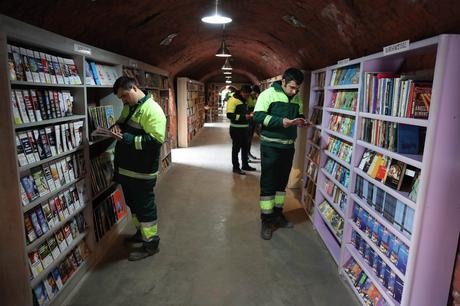 Turquie : Des éboueurs créent une bibliothèque avec les livres jetés à la poubelle