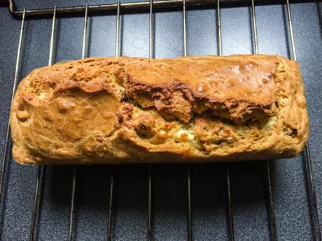 Salés 1/2 – Cake noisettes, féta et tomates séchées