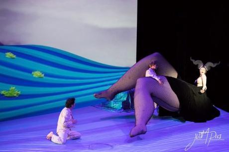 La femme aux formes gigantesques ! Paysages Intérieurs Philippe Genty