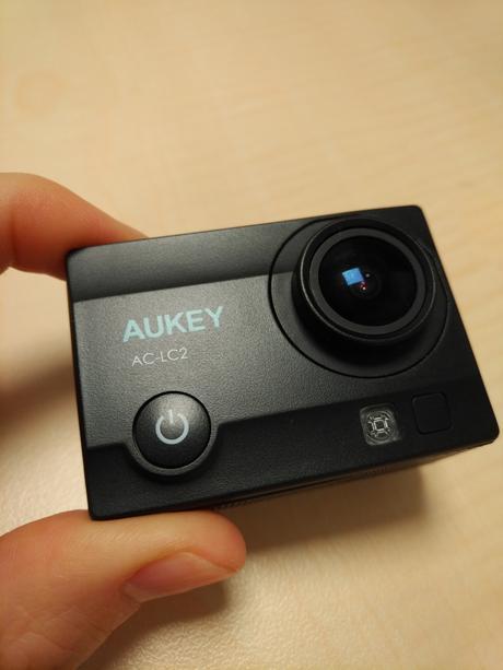 Voici sans plus attendre un petit retour rapide sur cette caméra sport de chez Aukey.