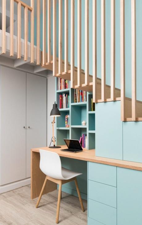 aménager un dessous d'escalier en coin bureau minimaliste moderne