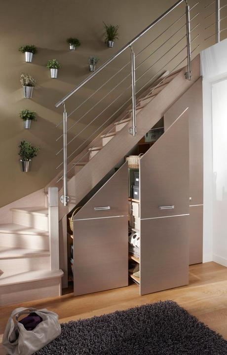 aménager un dessous d'escalier placard à balai déco blog