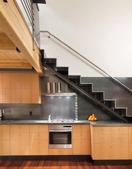 cuisine aménager un dessous d'escalier loft industriel atelier décoration