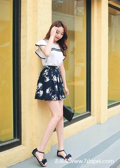 夏天+扇子+裙子更显苗条苗条