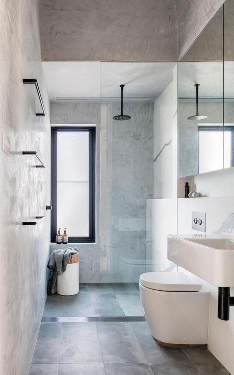 douche italienne petite salle de bain moderne grise carrelage effet beton cire