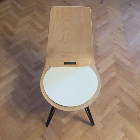Chaise SLIT par Annabella Hevesi