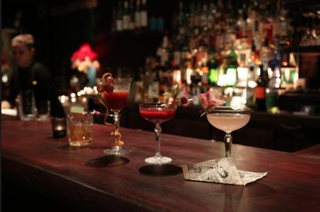 Seul ou à plusieurs, venez créer vos propres cocktails en copagnie d'un professionnel du métier