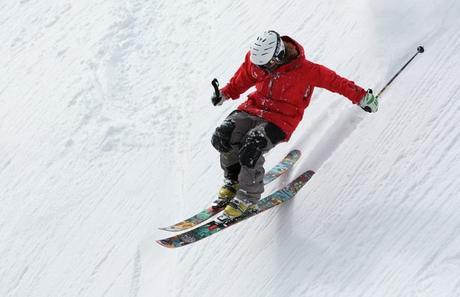 On skie avec un casque maintenant
