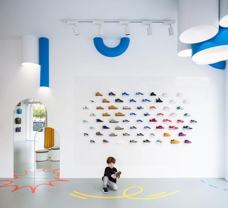 Un boutique de chaussures pour enfants, pensée pour les enfants