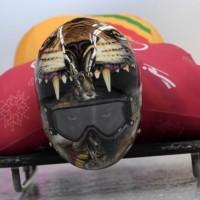 Les pilotes de Skeleton présentent des casques incroyables aux JO