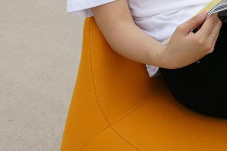 Yolk, le rocking chair aux allures d'oeuf pensé par Jieun Kang