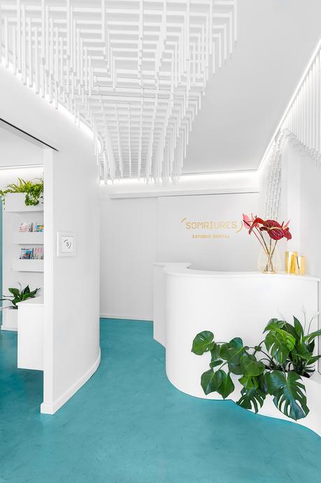 Le sourire du cabinet dentaire Somriures créé par le studio Masquespacio