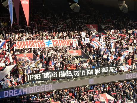 PSG vs Strasbourg : le retour remarqué des banderoles au Parc