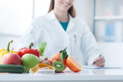 PERTE de POIDS : Régime faible en glucides ou faible en gras ?