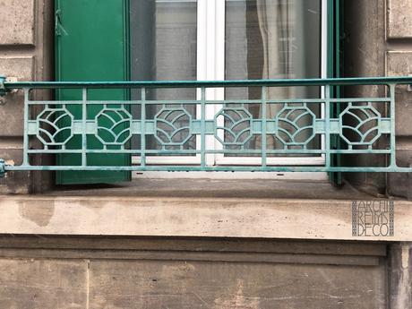 Angle de la rue Voltaire et de la rue des Trois Raisinets