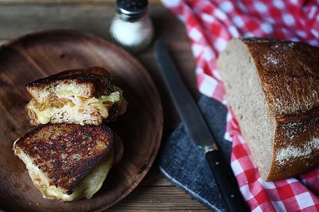 Croque-raclette aux oignons