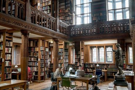 Cette bibliothèque vous permet de dormir parmi les livres !