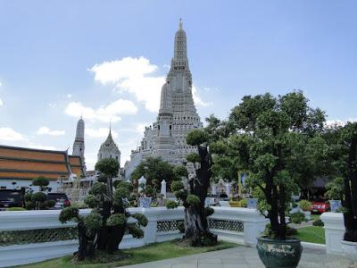 Ayutthaya, l'escalade des ruines: de Facebook au commissariat