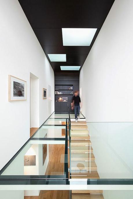Couloir noir et blanc : créer la surprise là où on ne s\'y attend pas