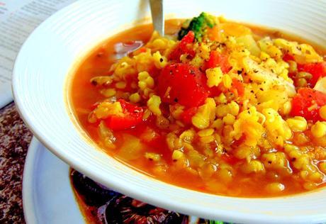 Soupe au sorgo, lentilles rouges, et haricots mungo germés