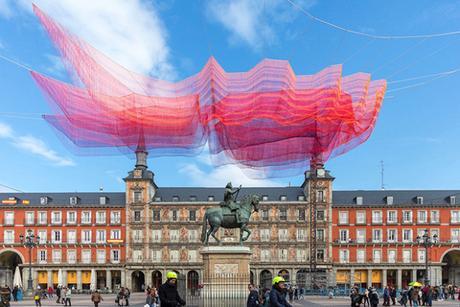 LOS CICLOS DEL TIEMPO, la superbe installation de l'artiste Janet Echelman à Madrid