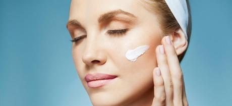 Crème hydratante ou anti rides pour lutter contre le vieillissement de la peau