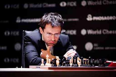 L'image clé de la ronde 5 : l'Arménien Levon Aronian rate le coup décisif face à Alexander Grischuk - Photo © World Chess