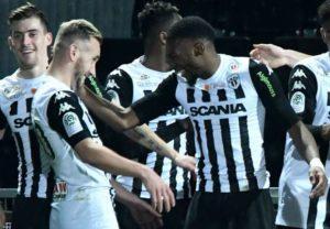 Angers s'impose 3 buts à 0 face à Caen