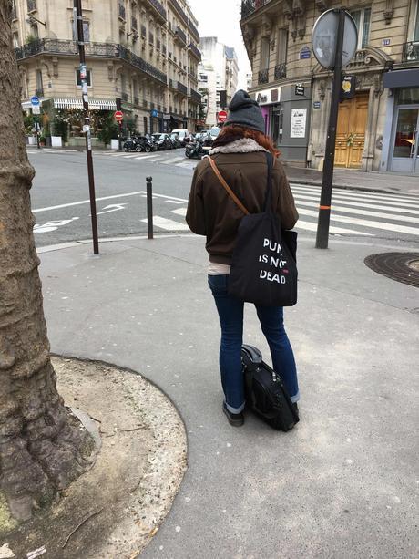 Rien ne vaut l'espoir, tiens ferme ta couronne Yannick Haenel, Céline  Milliat Baumgartner : Bijoux de pacotille Théâtre
