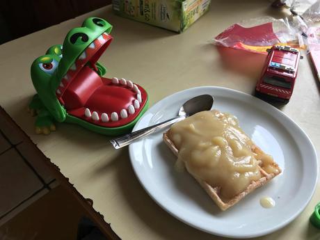 Crocodile et gaufre à la pomme