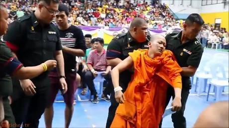 Un ticket rouge pour une robe orange provoque un malaise a la loterie de l'armée Thaïlandaise
